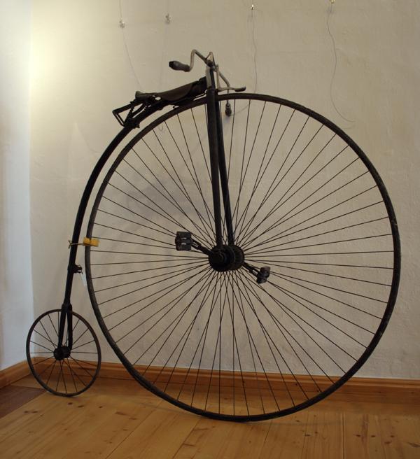 Das über 100 Jahre alte Hochrad gehört zur Sammlung des Museums Burg Posterstein.