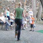 #Kinderburg: Stelzen selbstgemacht – eine Anleitung zum Spielen wie im Mittelalter