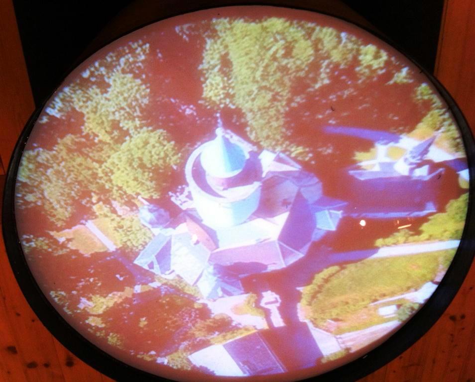 """""""Ein Blick in den Brunnen reicht"""", Installation, 2017. Konzept: Anthony Lowe, Drohnenflug: U. Kretzschmar, Flying Pixx, Schmölln, Filmschnitt: K+K Media Gera"""