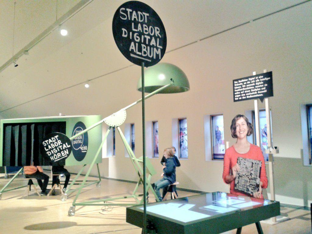 Franziska Mucha aus Pappe - im Stadtlabor des Historischen Museums Frankfurt