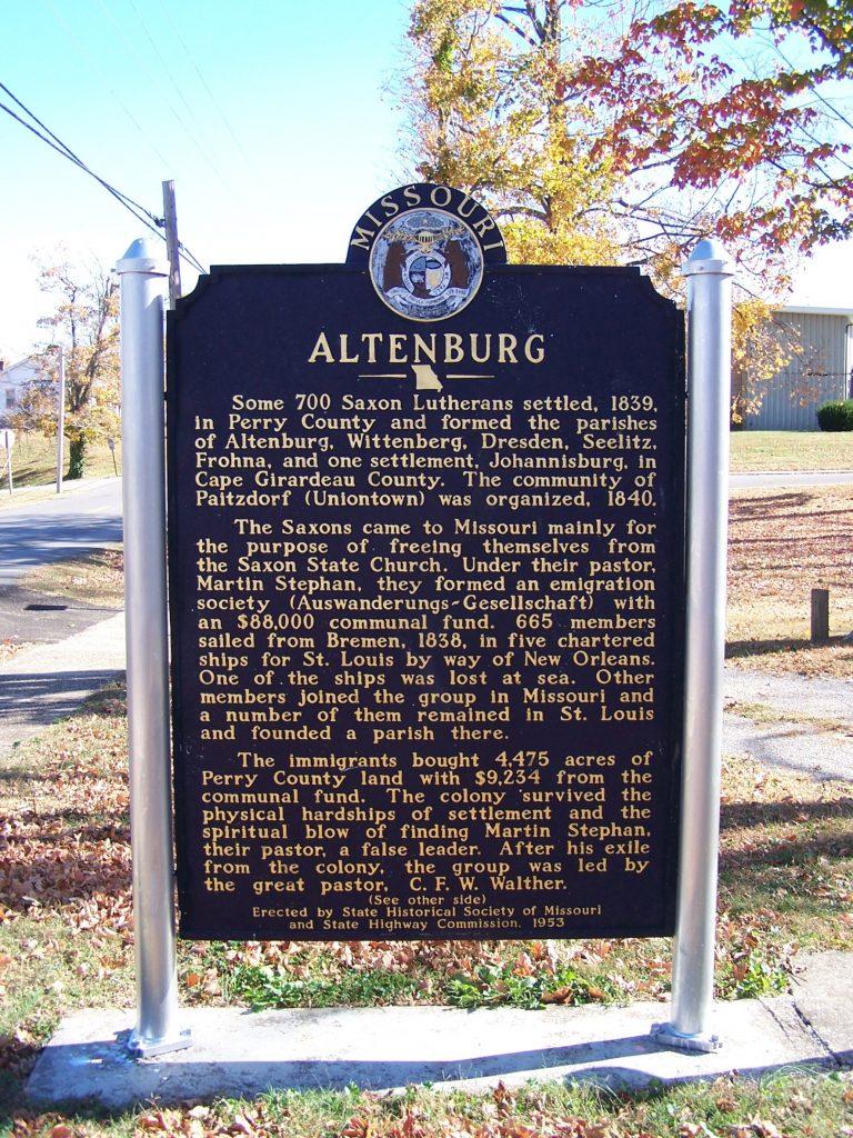 """Eine Tafel erinnert in Altenburg, Missouri, an die Migrationsgeschichte von Sachsen-Altenburg in die """"Neue Welt"""""""