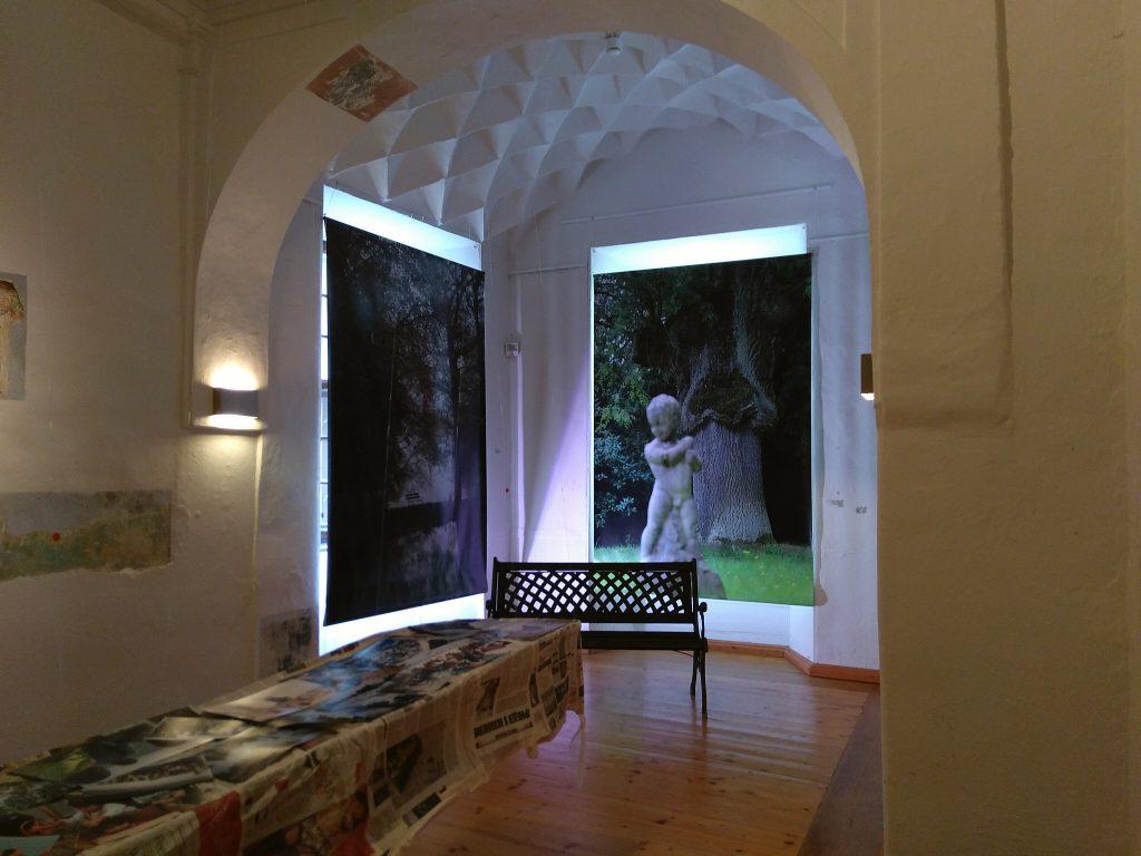 Blick in die Ausstellung #SalonEuropa im Hier und Jetzt mit den Bildern von Jana Borath