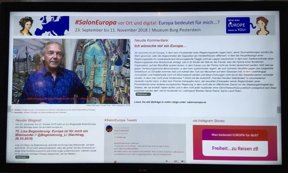 Online eingegangene Kommentare waren auf dem Bildschirm in der Ausstellung sichtbar - neben Videointerviews (hier Anthony Lowe), Beiträgen zur Blogparade, aktuellen Tweets und Instagram-Kommentaren.