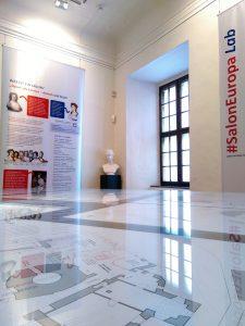 Blick in die Ausstellung #SalonEuropa vor Ort und digital im Museum Burg Posterstein