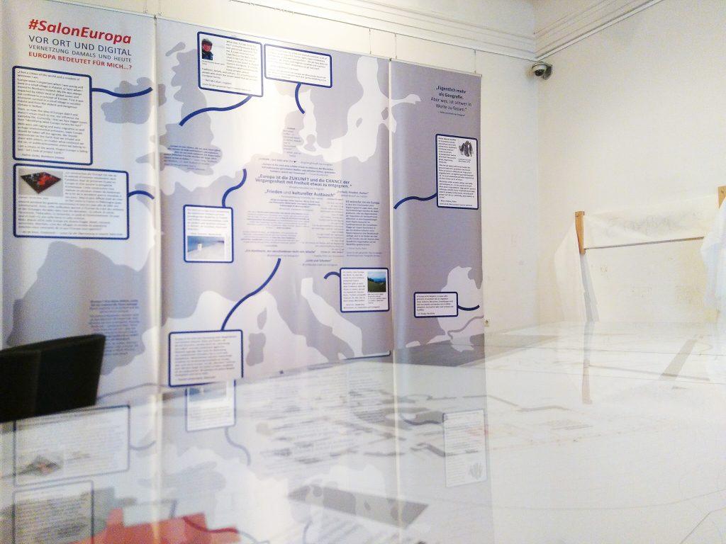 Die Ausstellung #SalonEuropa vor Ort und digital versammelte Meinungsäußerungen von Menschen aus 15 Ländern zu Europa in Form von Text- und Videobeiträgen - und als Kunstwerk von Pernille Egeskov, Dänemark