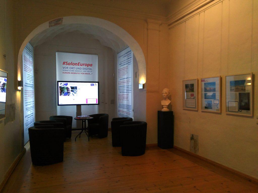 Blick in die Ausstellung #SalonEuropa vor Ort und digital von 23. September bis 18. November 2018 im Museum Burg Posterstein.