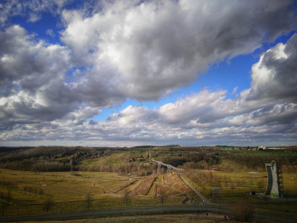 Dieses Bild hat ein leeres Alt-Attribut. Der Dateiname ist LandschaftRonneburg_Wismut-1024x768.jpg
