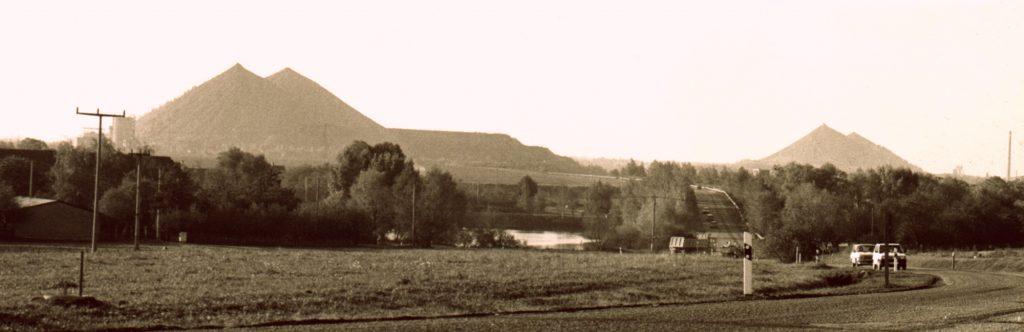 Blick auf die Kegelhalden Paitzdorf und Reust bei Raitzhain, 1996 ©Foto, Jens-Paul Taubert, Altenburg