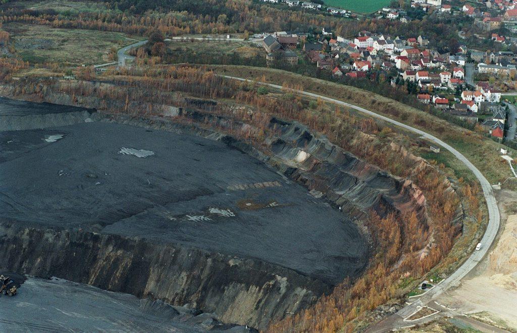 Umlagerung der Halden in den Tagebau Lichtenberg ©Knut Lechner, um 2006