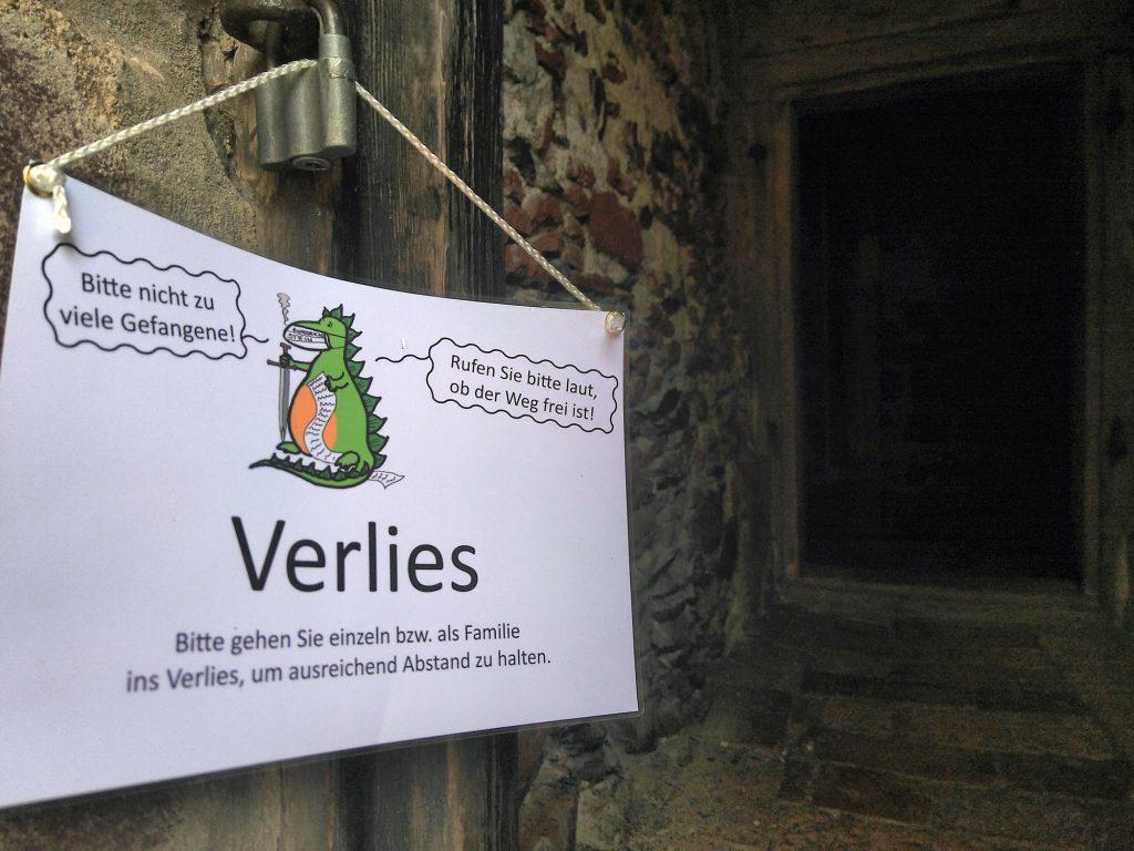 Bitte nur einzeln ins Gefängnis - der Zugang zum Verlies der Burg Posterstein.