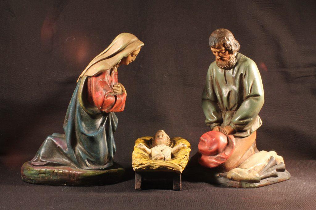 Die heilige Familie als Bestandteil einer zwölfteiligen Figurengruppe aus Gips (Sammlung Museum Burg Posterstein).