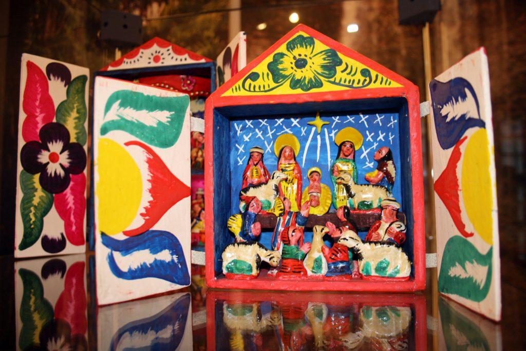 Südamerikanische Weihnachtskrippe (Retablo) aus der Sammlung von Burg Posterstein