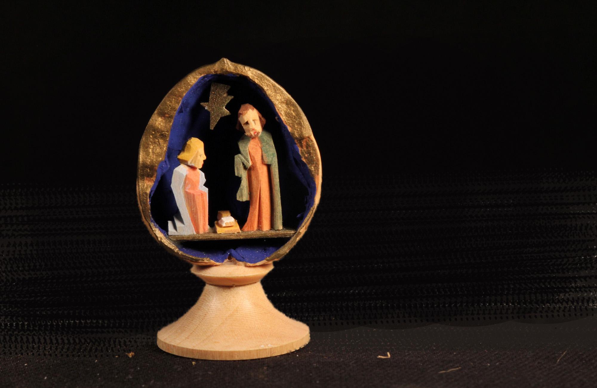 Krippe in einer Walnussschale (Sammlung Museum Burg Posterstein)