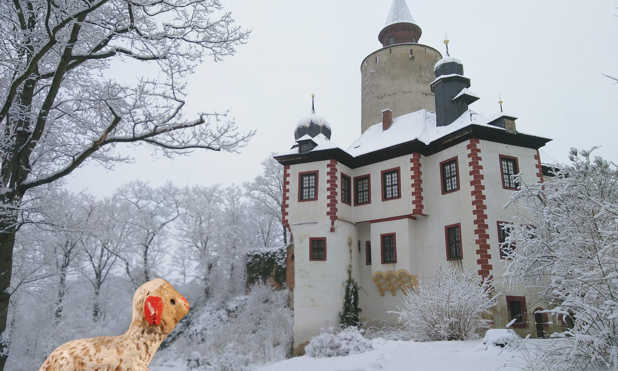 Burg Posterstein mit Schaf aus Weihnachtskrippe