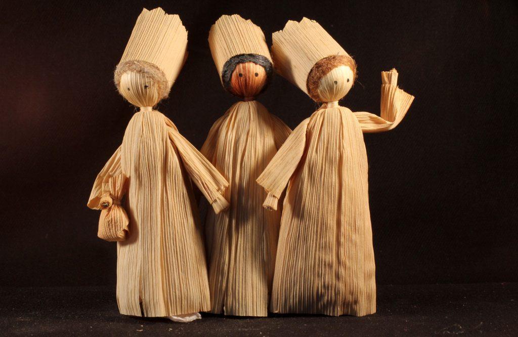 Die Heiligen Drei Könige aus einer böhmischen Maisstroh-Krippe (Sammlung Museum Burg Posterstein, VI 84 K6/Ri)