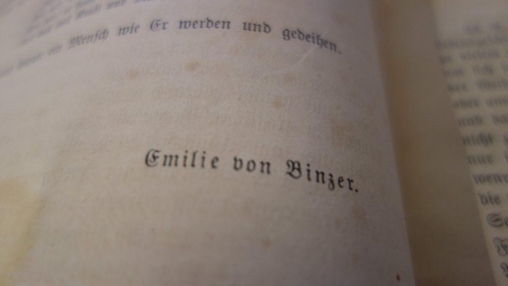 Emilie von Binzer schilderte in ihren Erinnerungen Löbichauer Salongäste und das Leben im Schloss der Herzogin Anna Dorothea von Kurland.